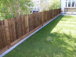 To Prevent Digging Along The Fence Wood Fence Paver Border Con Imagenes Vallas Jardin Madera Diseno De Patio Vallas De Jardin