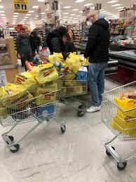 Coronavirus, supermercati Milano: scaffali vuoti, saliva, niente ...