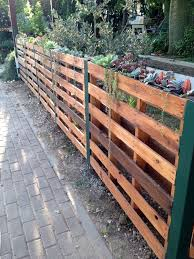 Pallet Fence Ideas 21 Easy And Cheap Diy Projects To Try