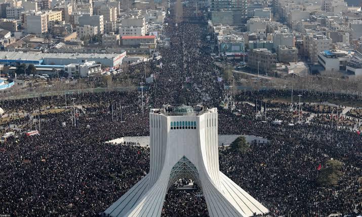 """Resultado de imagem para Comoção no enterro de Qassem Soleimani"""""""