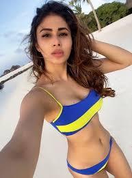Mouni Roy Hot selfies in Bikini from beach | Latest Andhra Pradesh ...