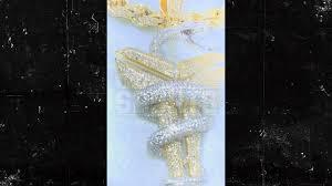 chain pendant to honor kobe bryant