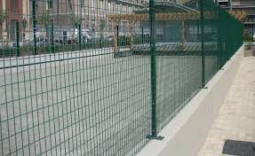Green Plastic Coated T Post With Welded Fixing Plate For A Wall Installation Buy Online On Fenceshop Eu