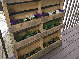 wooden pallet into a vertical garden