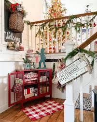 15 festive christmas staircase decor ideas