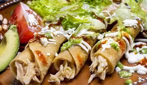 tacos dorados de pollo con consomé