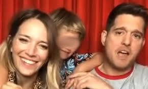 """Michael Bublè e sua moglie Luisana presentano il figlio Noah: """"È ..."""