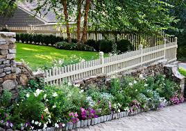 10 Beautiful And Cheap Garden Fence Ideas For Privacy Green Gold Landscaping