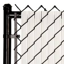 Solitube 4ft Vertical Tube Privacy Slats 82 Pc Set White Covers 10 Linear Feet Model Ss4wh In 2020 Chain Link Fence Fence Design Modern Fence