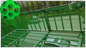 Amazon Com Plastic Safety Net Heavy Duty Green Safety Barrier Mesh Fencing Balcony Patios And Railing Stairs Netting Safe Rail Net For Kids Cat Toy Sturdy Mesh Plastic Material Pet Supplies