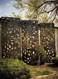 35 Modern Outdoor Metal Decor Ideas For Garden In 2020 Privacy Fence Designs Fence Design Privacy Screen Outdoor
