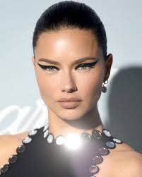 Adriana Lima's Best Beauty Looks - Savoir Flair