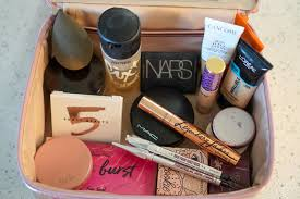 whats in my makeup bag the global