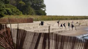 Montrose Harbor Blocked By Police Fence After Mayor Lori Lightfoot Shuts Down Large Beach Party It S Being Addressed Chicago Tribune