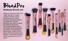 eyeshadow blending makeup brush