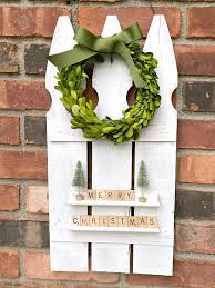 How To Use Picket Fence For Christmas Decor
