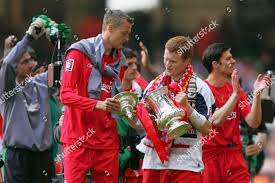 PETER CROUCH JOHN ARNE RIISE LIVERPOOL TROPHY Editorial Stock ...