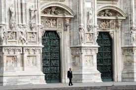 Coronavirus, Andrea Bocelli in concerto dentro al Duomo di Milano ...