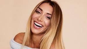 Chi è Elisa De Panicis, la bellissima concorrente del Grande ...