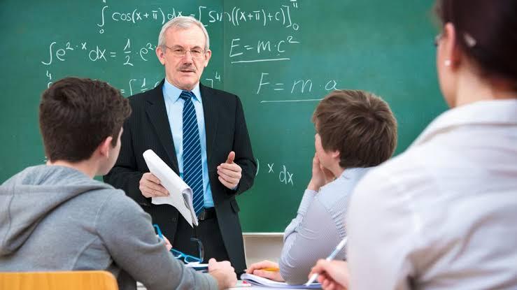 Resultado de imagen de profesor enseñando