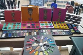 this woman depotted 200 eye shadows to