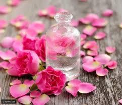فوائد ماء الورد للشعر وطريقة استخدامه ليالينا