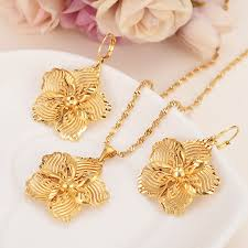 beautiful gold color big flower jewelry