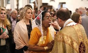 Resultado de imagen de abandonar la santa misa después de la comunión