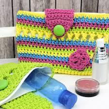 flirty makeup clutch or crochet hook