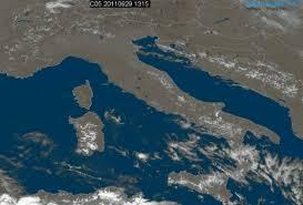 Immagine satellitare nel campo del visibile dell'Italia, fonte ...
