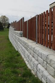 Redi Rock Retaining Wall Blocks By Si Precast With Fencing On Top Si Precast Concrete