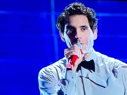 Sanremo 2020, Mika travolto dall'emozione: prima di cantare ...