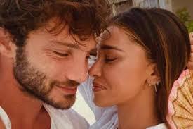 Belen e Stefano: la passione e i baci per l'arrivo del 2020