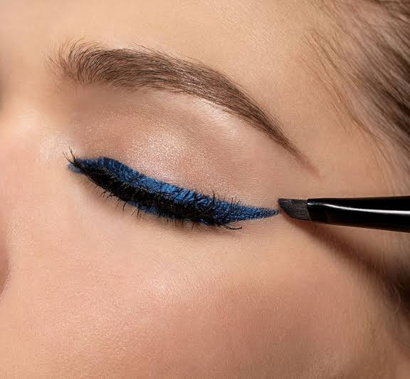 Image result for eyeliner trick: Mascara before liner.