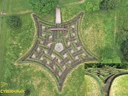 Scone Maze in Scotland by Adrian Fisher - one of his very best. Notice how  the purple beech and green common beec… | Aerial photography, Labyrinth  maze, Maze design