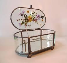 using pressed flowers glass jewelry
