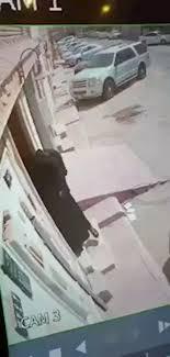 بالفيديو هروب خادمة يكاد يتسبب بقتل رضيع ورجوع شقيقه من