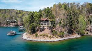 waterfront property in luxury