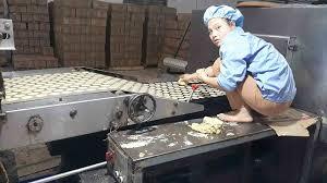"""Hoài Đức (Hà Nội): """"Hãi hùng"""" với quy trình sản xuất bánh kẹo """"bẩn ..."""