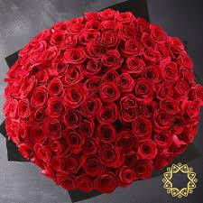 100 red roses by rose privée dubai
