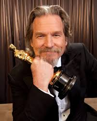 Jeff Bridges snapped with his Oscar for 'Crazy Heart' following his win at  the 82nd Academy Awards, 7 March 2010. | Best actor oscar, Jeff bridges,  Best actor
