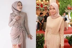 Modelnya dapat dicontoh bagi yg mau jahit baju karena model sederhana simpel. 7 Model Kebaya Modern Dan Dress Brokat Kondangan Untuk Hijaber Womantalk
