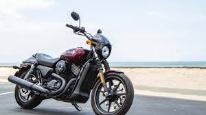 riding harley davidson s new street 750