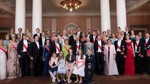 Derroche De Glamour En El Cumpleanos 80 De Los Reyes De Noruega