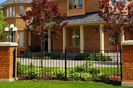 5 Ways To Enhance Your Yard With Low Fences