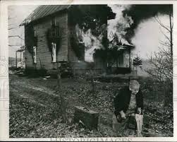 1949 PRESS PHOTO Ida Walters flees to safety after the building was  destroyed - $19.99 | PicClick
