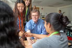 Price Visits TIP Program, Learns With Students About Bioelectrical Activity  | Duke Today
