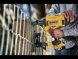Review Dewalt 20v Max Xr Brushless 9 Gauge Fencing Stapler Youtube