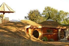 une maison de hobbit en dordogne