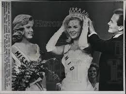 """1965 Press Photo Sue Ann Downes """"Miss USA """" Pat Boone Bobbi ..."""